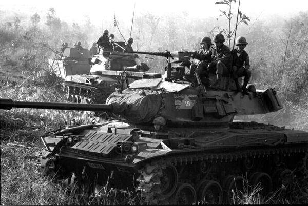 http://www.daveberryphotography.com/images/fullimages/vietnam/tanks_at_pleiku.jpg